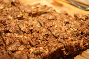 no bake almond chocolate chip granola bars